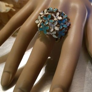 Jewelry - Blue & White Vintage Flower Stretch Ring